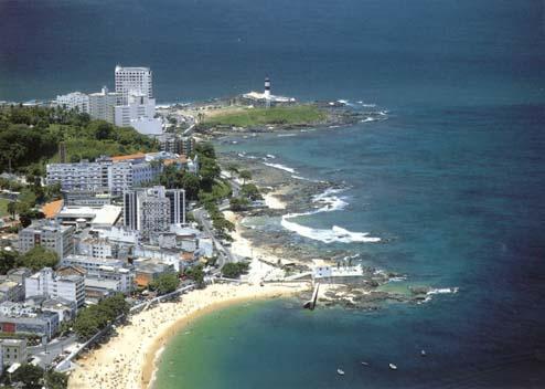 Salvador possui 50 km de praias