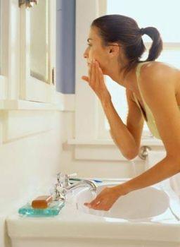 Lave a pele com produtos específicos