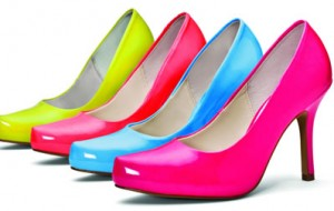 Como usar sapatos coloridos