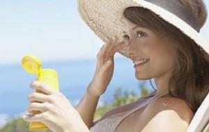 Cigarro aumenta o risco de mulheres terem câncer de pele