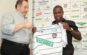 Figueirense apresenta o volante Toró e mais dois reforços para 2012