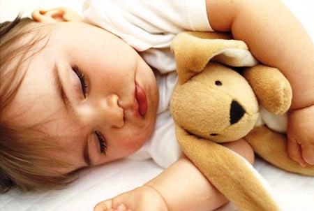 Para que o seu bebê tenha noites tranquilas, estabeleça uma rotina diária para ele. (Foto: Divulgação)