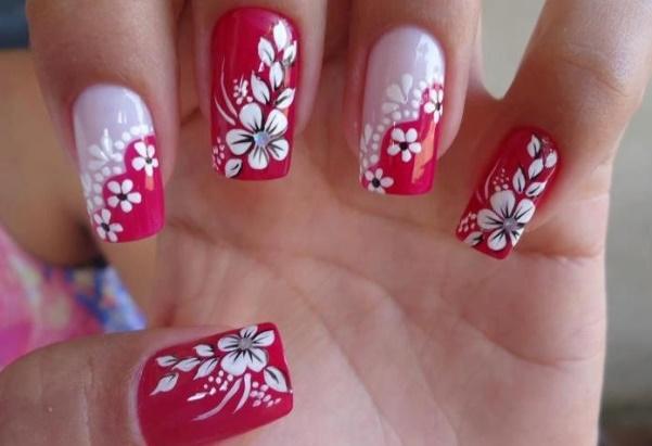 Unhas de Flores Vermelhas