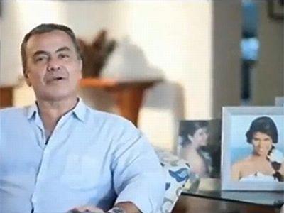 O pai de Luiza, Gerardo Rabello, durante o comercial