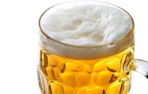 Pouco mais de 1 litro de cerveja diariamente aumenta em 3 vezes o risco de câncer bucal