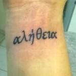 398821 tatuagem escrita no pulso 4 150x150 Tatuagens no pulso: fotos
