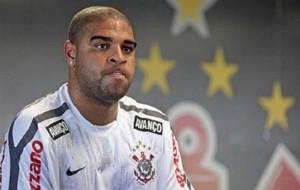 Corinthians confirma rescisão de contrato de Adriano
