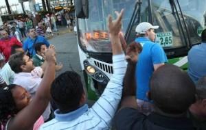 Rodoviários entraram em greve nesta sexta-feira no Rio de Janeiro