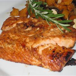 Ervas e raízes dão um sabor marcante ao salmão (Foto: divulgação)
