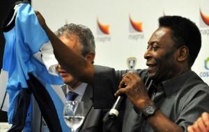 'Primeiro ele tem que ser melhor que o Neymar', diz Pelé sobre Messi