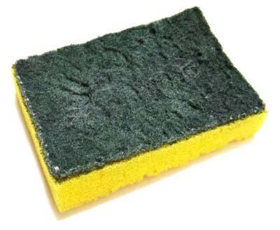 A esponja é o item mais contaminado da cozinha. Portanto, lave-a com cuidado. (Foto: Divulgação)