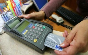 Copom reduz juros enquanto governo tenta diminuir custo de crédito