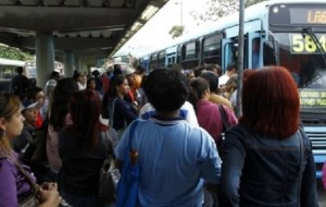 Metroviários entram greve em cinco capitais nesta terça