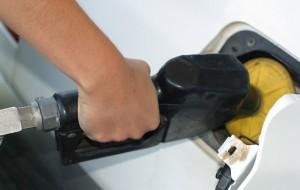 Mantega diz que não haverá aumento da gasolina