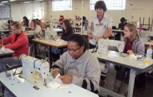 Curso gratuito de Costura Industrial SENAI Bahia