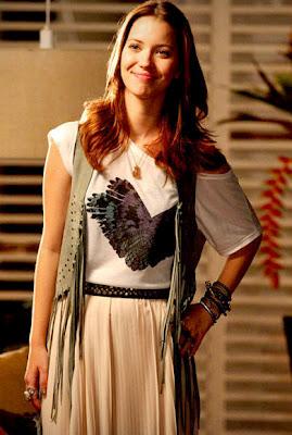 No figurino ela usa Maxiskirts, franjas, coletes entre outros.(Foto: divulgação)