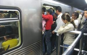 Metrô de São Paulo opera parcialmente devido a greve