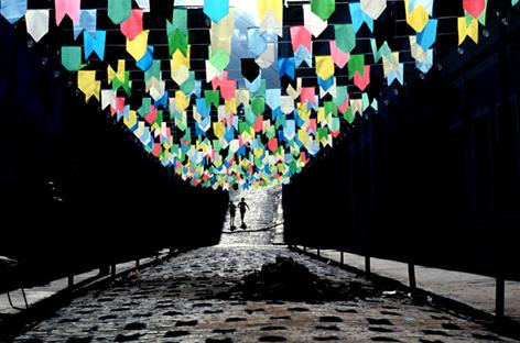 As bandeirinhas coloridas anunciam o período de festas (Foto: Divulgação)