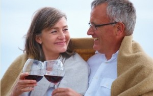 Uma taça de vinho por dia ajuda a proteger os ossos