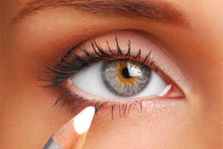 486272 truque para aumentar olhar1 Aumentar os olhos com maquiagem: passo a passo, dicas