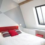 490889 Tons claros e sóbrios ampliam o quarto. 150x150 Decoração de quarto de casal pequeno, fotos