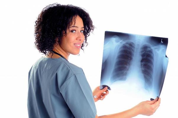 Mulher com radiografia