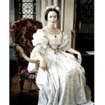 499709 O vestido usado em A Jovem Vitória era uma réplica do realmente usado pela Rainha Vitória. 150x150 Vestidos de noiva dos filmes: fotos