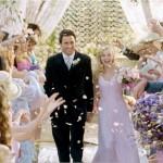 499709 em Legalmente Loira 2 a personagem de Reese Witherspoon foi ao altar de rosa claro. 150x150 Vestidos de noiva dos filmes: fotos