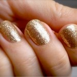 502622 O dourado é bem sofisticado. 150x150 Esmaltes com glitter, como usar