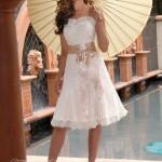 506159 Os laços e fitas na cintura deixam o visual mais romântico Fotodivulgação. 150x150 Vestido de noiva discreto para casamento civil: fotos