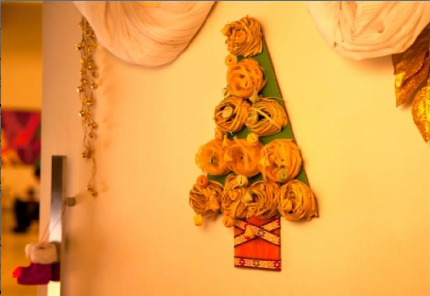 decoracao arvore de natal dicas : decoracao arvore de natal dicas:árvore de natal também pode ser montada na parede. (Foto