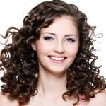 549254 A franja para cabelo cacheado por ser com comprimento na altura do nariz. Foto divulgação 150x150 Franjas para cabelo cacheado: fotos