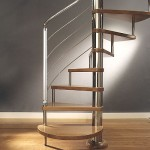 554543 A escada caravol é ótima para economizar espaço. 150x150 Decorar sala pequena com escada