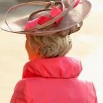 558970 É necessário que o chapéu tenha alguma ligação com o restante do look. 150x150 Chapéus para usar em casamentos