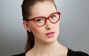 Truques de maquiagem para quem usa óculos