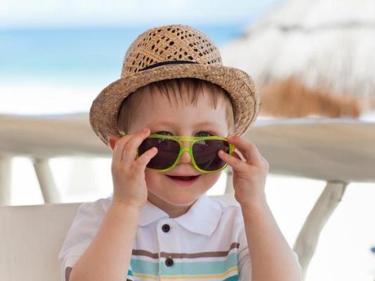 yH5BAEAAAAALAAAAAABAAEAAAIBRAA7. Os óculos de sol para crianças ... 8e53eaa3e5