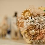 582364 É possível usar broches brincos anéis e vários outros materiais. 150x150 Buquê de broche: nova tendência noiva 2013