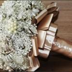 582364 Algumas peças são verdadeiras joias. 150x150 Buquê de broche: nova tendência noiva 2013