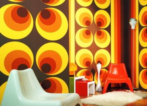 Papel de parede anos 70 na decora o mundodastribos for Zapatillas paredes anos 70