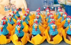 Enfeites para a festa de aniversário da Galinha Pintadinha
