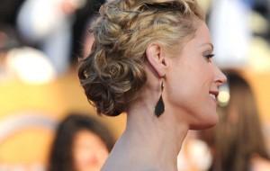 Penteados para cabelos cacheados e curtos