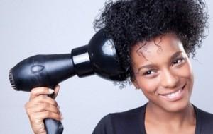 Como lavar o cabelo crespo