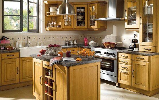decorar cozinha jogos:Cozinha decorada com mobília antiga de madeira. (Foto:Divulgação)