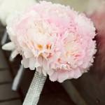 642358 Mulheres loiras ficam bem com buquês de tons pastéis. 150x150 Buquês de noiva simples: fotos