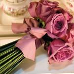 642358 Rosas de cores diferentes se destacam. 150x150 Buquês de noiva simples: fotos