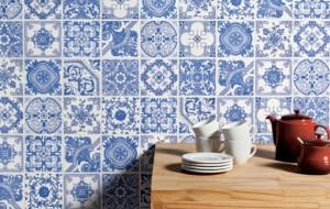 Sapatilha com estampa de azulejo português