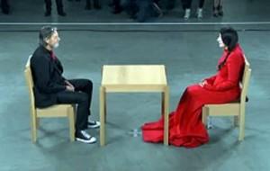 Vídeo mostra casal apaixonado em reencontro depois de 30 anos