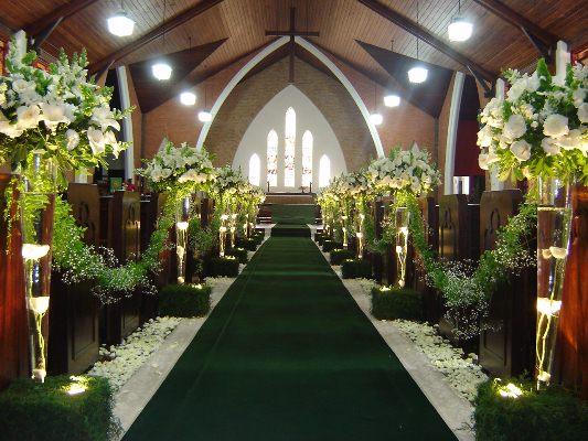 É indicado que a igreja tenha a ver com o estilo dos noivos e do casamento (Foto: Divulgação)