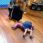 667943 Fernanda Souza e Zeca Camargo levam tombo no Vídeo Show 03 150x150 Fernanda Souza e Zeca Camargo levam tombo acidental no Vídeo Show