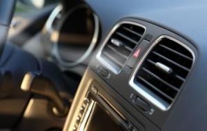 Cuidados ao entrar no carro e ligar o ar condicionado